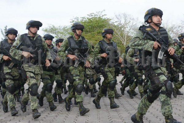 "Abarrotan el ""Triangulo Rojo"" de militares; llegan 200 uniformados a Amozoc"