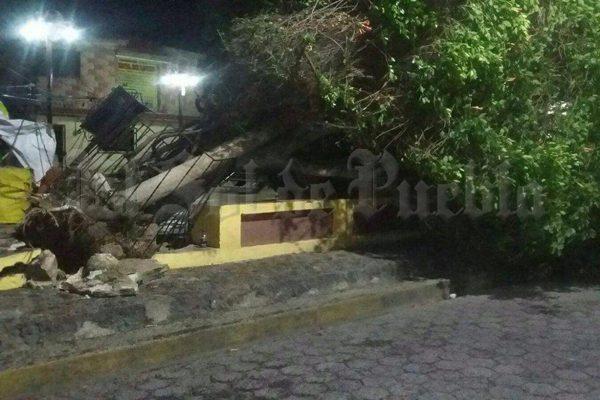 Fuertes ráfagas de viento causan estragos en Puebla y Amozoc
