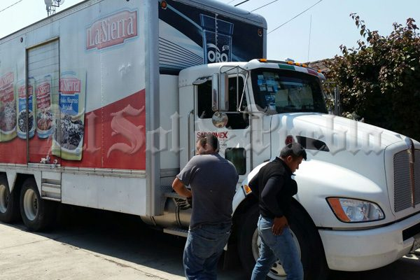 Recuperan en Teteles camión con reporte de robo