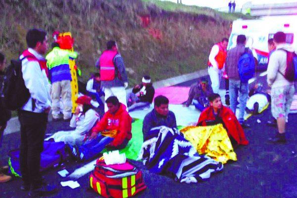 Un muerto y 30 lesionados, saldo de choque de autobús en Veracruz