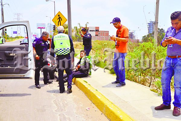 Atropellan a motopatrullero en la zona de Angelópolis