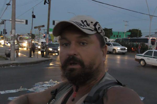 [VIDEO] #LordNaziRuso amenaza con matar a mexicanas durante visita en Cancún