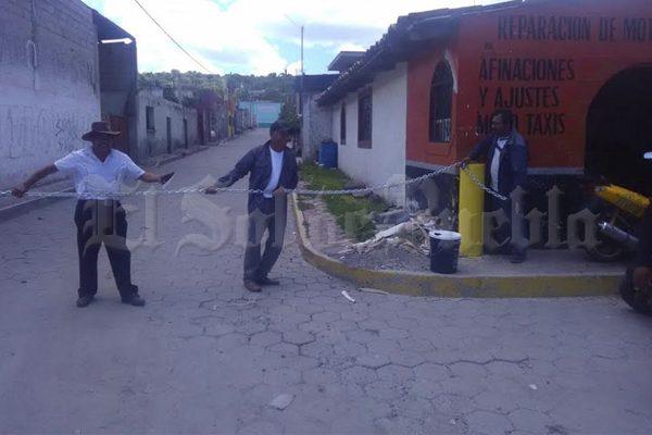 Con cadenas, cierran de noche accesos a Tepeyahualco