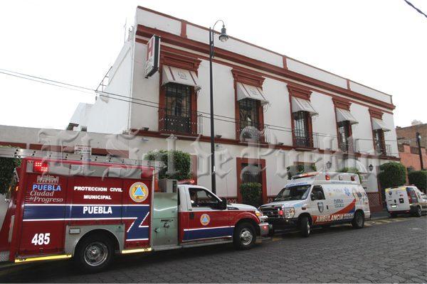 Cae hombre de 70 años de edad a cisterna de céntrico hotel de Puebla