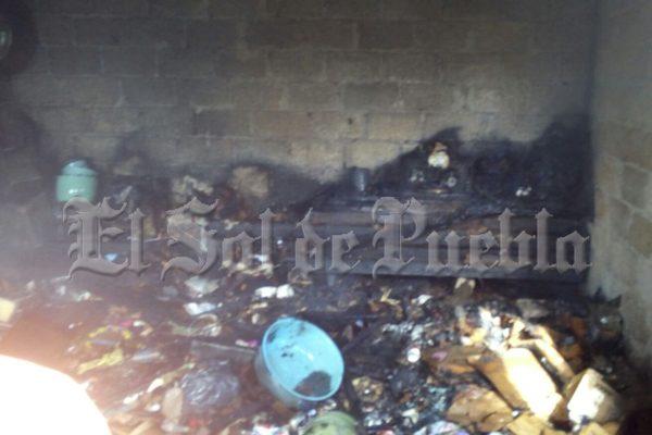 Incendio consume humilde vivienda en Teziutlán