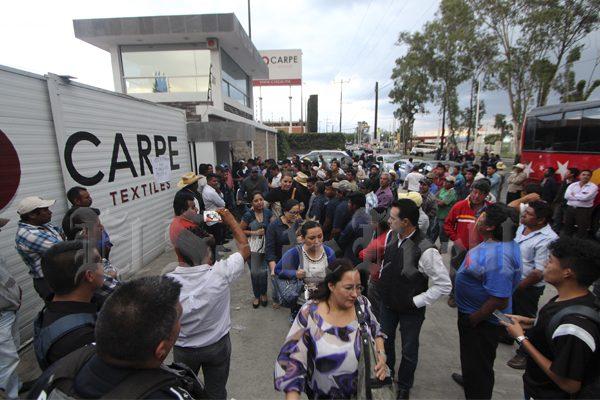 Retienen a 150 trabajadores de textilera en reclamo por 20 despidos