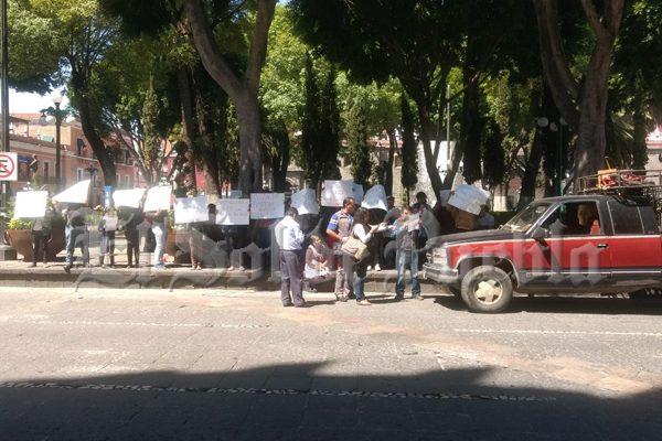 Por autoritaria, arrogante y déspota piden destituir a supervisora escolar de Canoa