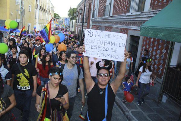 [Fotos] Exige comunidad lésbico-gay erradicar discriminación en Puebla