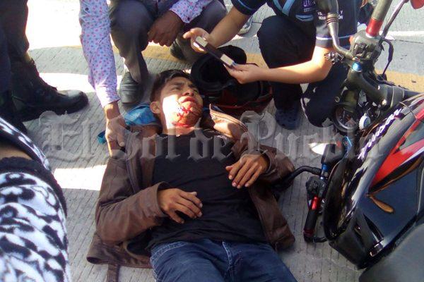 Camioneta atropella a motociclista y su pasajero en la federal Puebla-Tehuacán