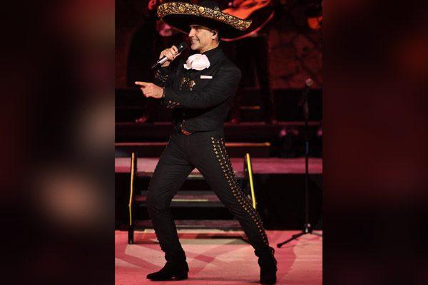 """¡Exclusiva! Alejandro Fernández regresará a Puebla con su tour """"En vivo"""""""