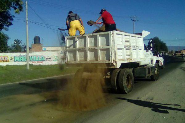 ¡La regaron! Huachicoleros derraman combustible en la Texmelucan-Moyotzingo