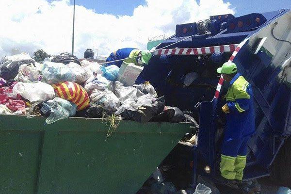Pese a falta de contrato, trabajadores de Olimpia recogen toneladas de basura en Tehuacán