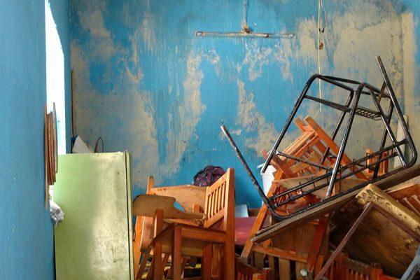 """A casi un año de """"Earl"""", niños esperan por la reparación de aulas"""