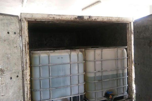 Aseguran camioneta con 2 mil litros de huachicol en Texmelucan