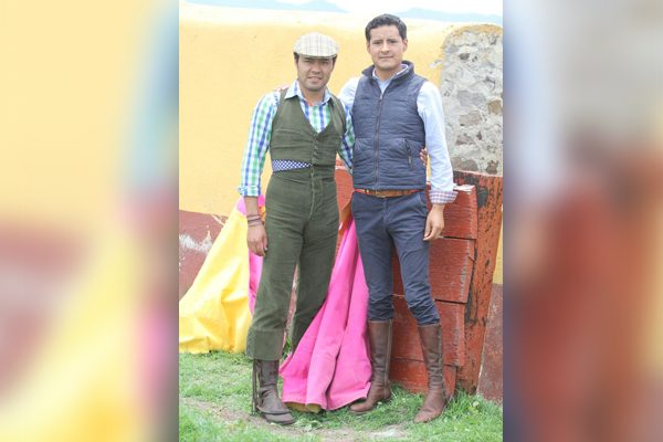 Hermanos Angelino tientan en Atlanga , hay cartel en Apetatitlán
