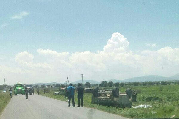 Mueren dos militares al volcar su vehículo durante una persecución