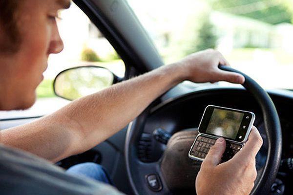 Uso de celular y audífonos, causa de accidentes viales en Puebla