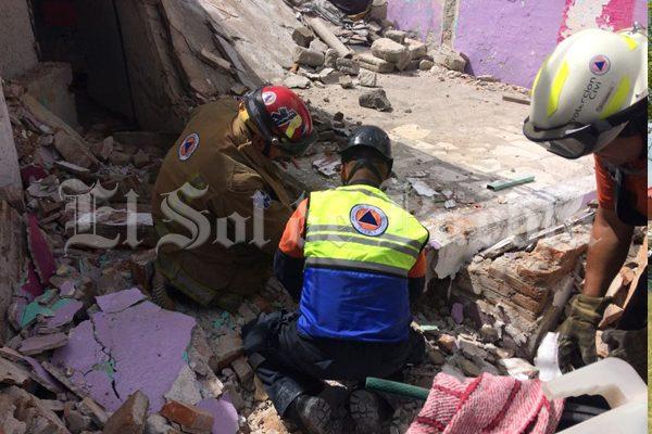 [Video] Albañil muere sepultado tras derrumbe de techo en laSanta Bárbara