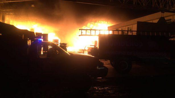 Incendio consume bodega de madera en Sanctórum