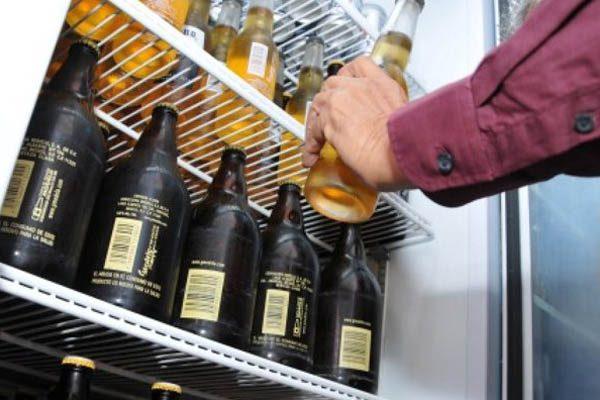 Incumplen 17 establecimientos con prohibición de venta de licores en Puebla