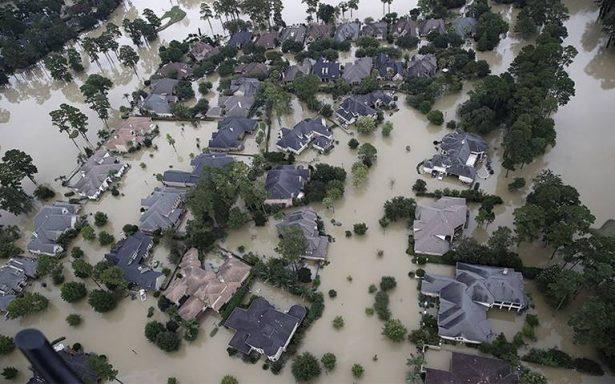 Suman más de 30 muertos y 30 mil refugiados tras paso de Harvey en Texas
