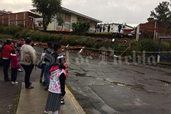 Reportan 64 escuelas afectadas por lluvias en Puebla