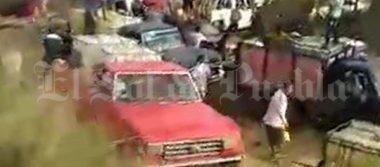 [Video] Huachicoleros se enfrentan durante rapiña de combustible en Puebla