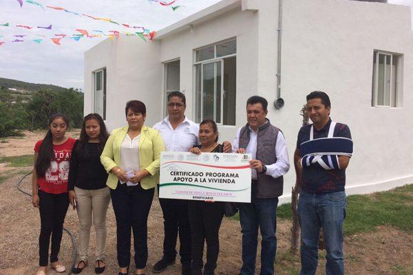 Entregan Ayuntamiento de Petlalcingo y Sedatu 93 viviendas