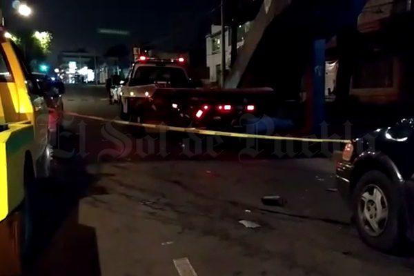 Muere atropellado mientras esperaba grúa para su camioneta