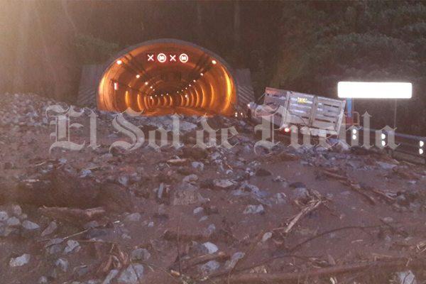 Deslave bloquea la autopista México-Tuxpan