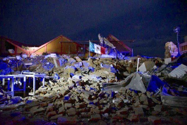 Bandera da fuerza a Juchitán, una zona devastada por el terremoto en México