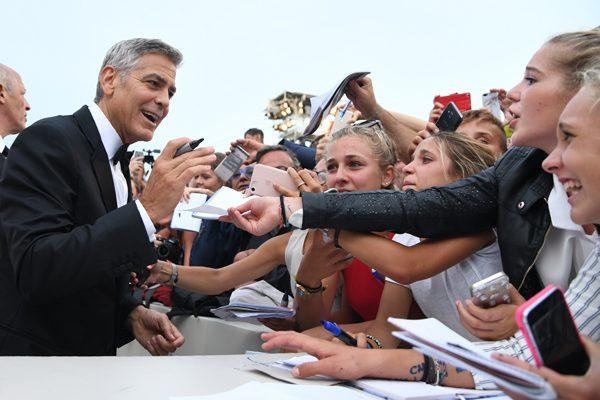 George y Amal Clooney deslumbraron y recibieron elogios en Venecia