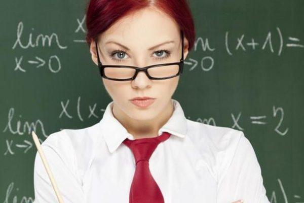 """Profesora de secundaria enseña más de la cuenta, envía """"nudes"""" a sus alumnos"""