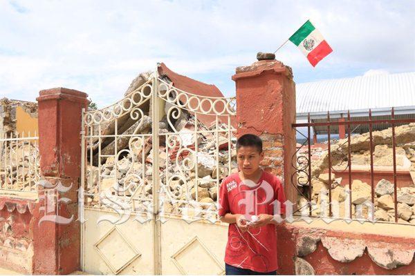 Docente de Tianguismanalco se convierte en héroe, regresó por un alumno en pleno terremoto