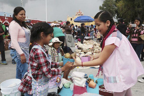 Perdura la milenaria tradición de trueque en San Pedro Cholula