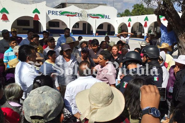 Toman alcaldía de Xochitlán e intentan linchar a presunto ladrón de ganado