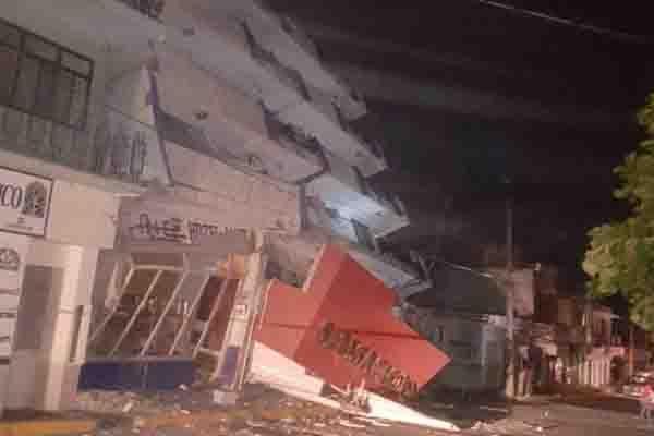 Vecinos de Juchitán, Oaxaca, duermen en calle por temor a réplicas