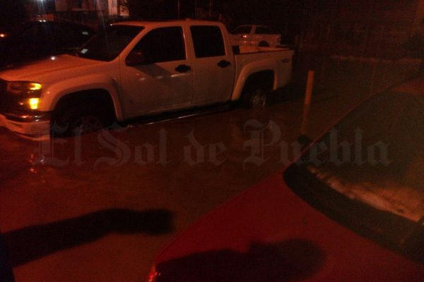 Por segundo día consecutivo, se desborda el dren de Valsequillo en Tehuacán