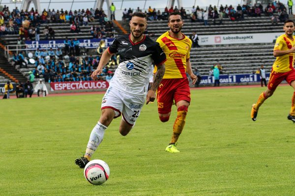 Herrera debuta como delantero centro, pero pesa poco