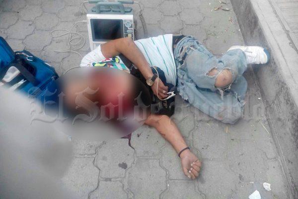 Asesinan a joven en pleno centro de Libres tras riña entre bandas