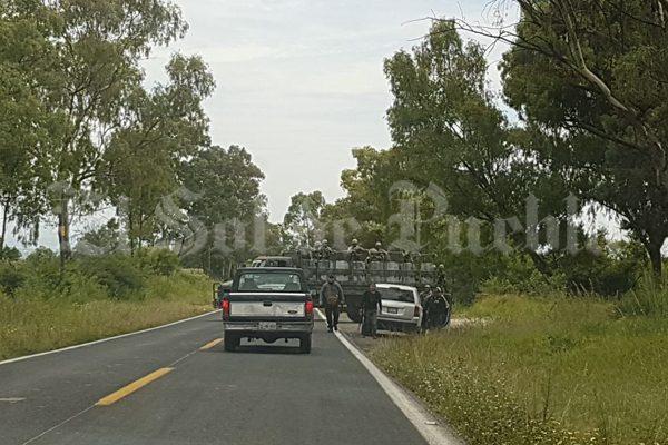 """Tras decomiso de """"huachicamionetas"""", chupaductos agreden a policías estatales en Tlahuapan"""