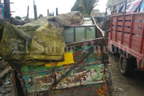 Transportaban huachicol en dos camionetas y carretón en Texmelucan