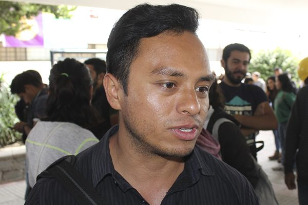 Iván, uno de los universitarios voluntarios que apoyan a damnificados por sismo