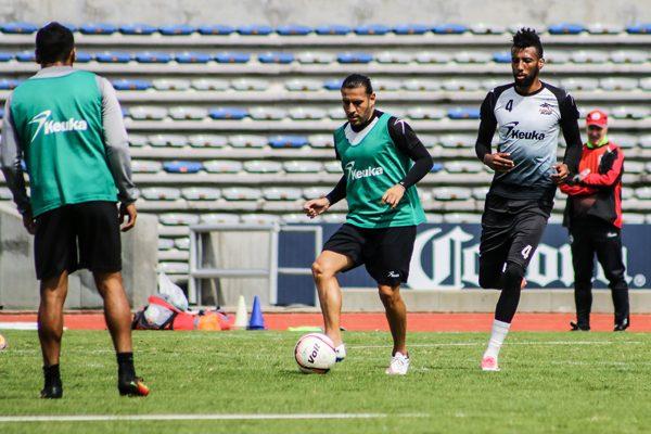 Lobos enfrentará a Chivas con valentía, promete Rafa Puente