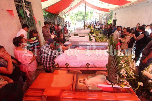 Sepultan a las 11 víctimas del sismo en Atzala