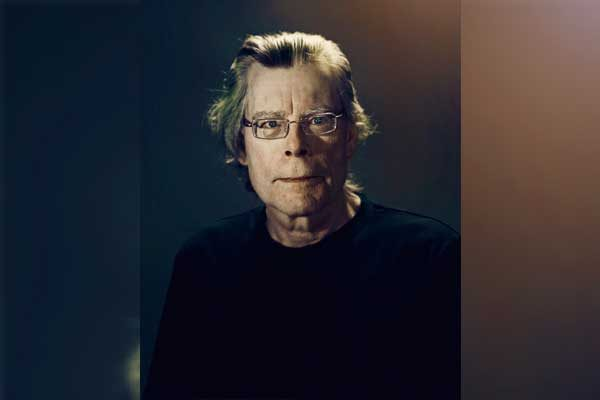 """El maestro del terror Stephen King festeja su setenta aniversario con """"Eso"""""""