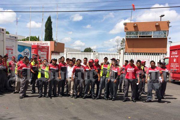 Exigen destitución del comité sindical de Agua Ciel en Puebla