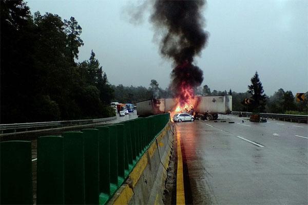 trailer incendiado1