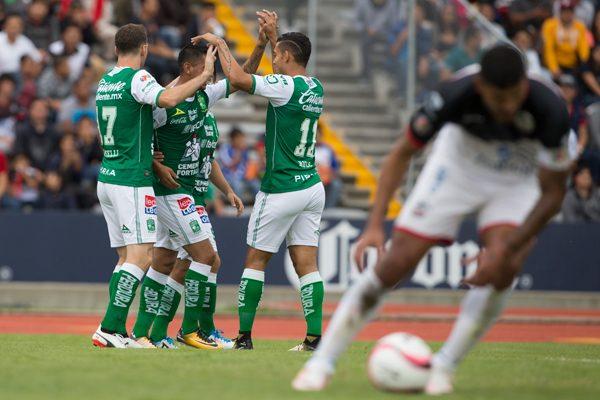 A La Manada le cuesta enchufarse, ya recibió doce goles sólo en primeros tiempos