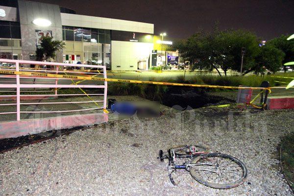 Muere ciclista por obra mal señalada de Agua de Puebla